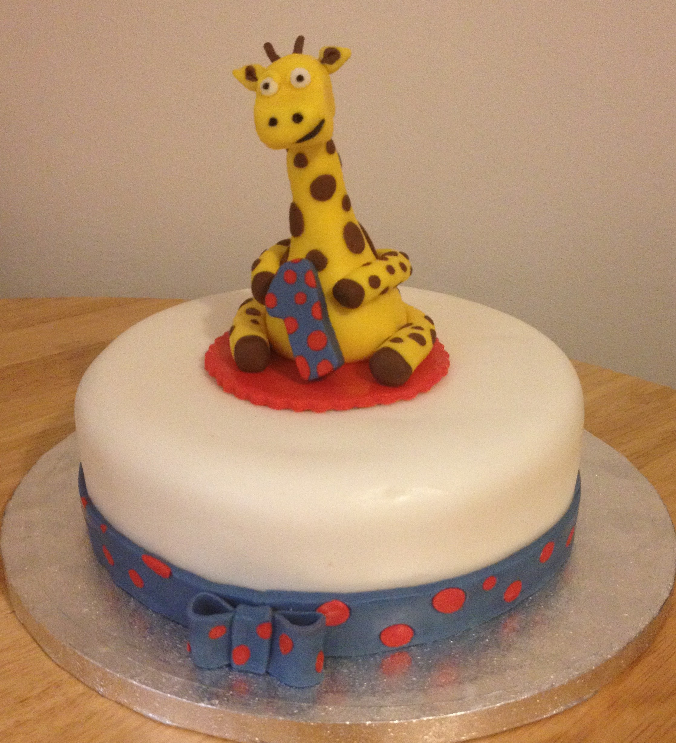Gary the giraffe 1st birthday cake Hayleys Bakes